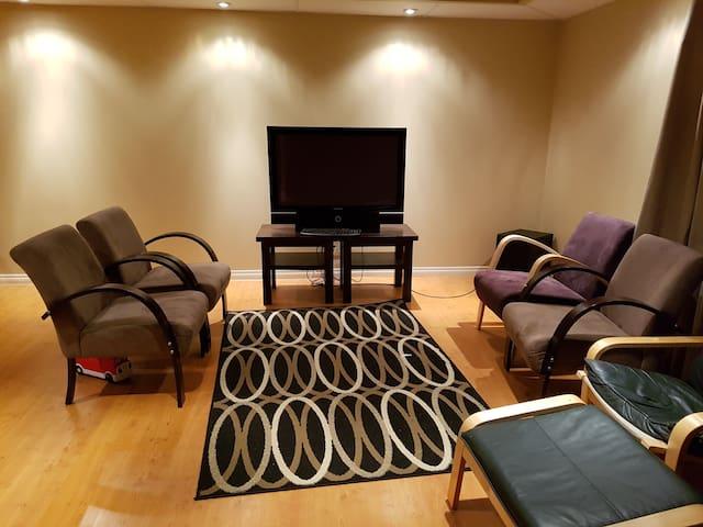 Private Suite in a Quiet & Serene Neighbourhood!