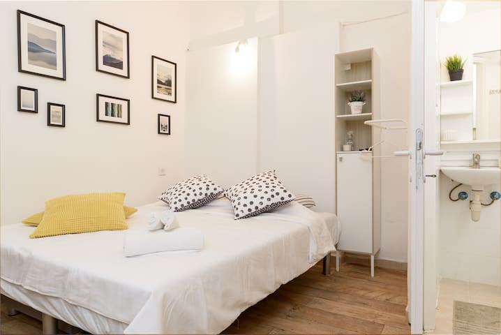 Cool Modern&Cozy flat,  7min walk to Gordon Beach