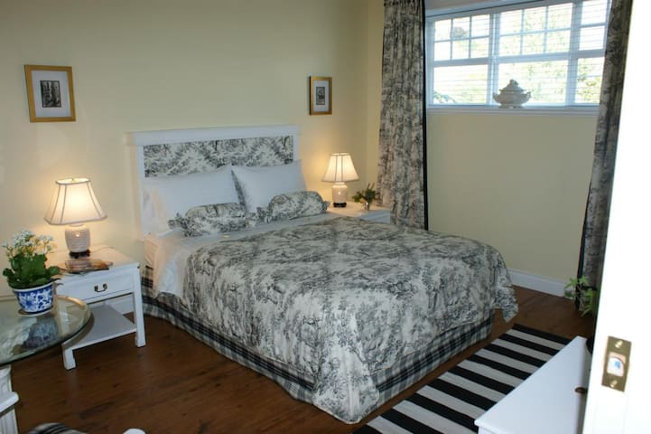 The Spare Room Bed & Breakfast by Elevate Rooms - The Pinot Noir Room