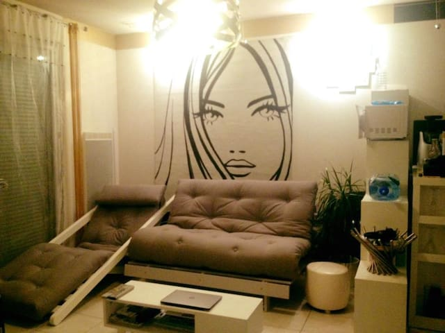 Nice design and calm flat just 10 min from Geneva - Vétraz-Monthoux - Byt