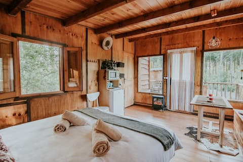 Sove i trær /fin hytte i La Rioja