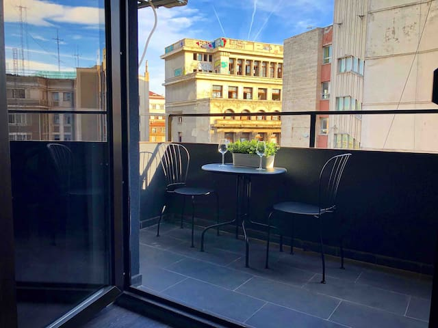 2 set balcony table with an unique Old Town look
