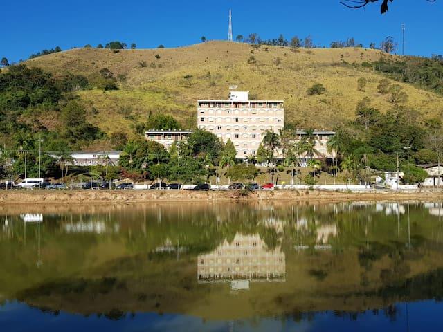 vista pelo lago