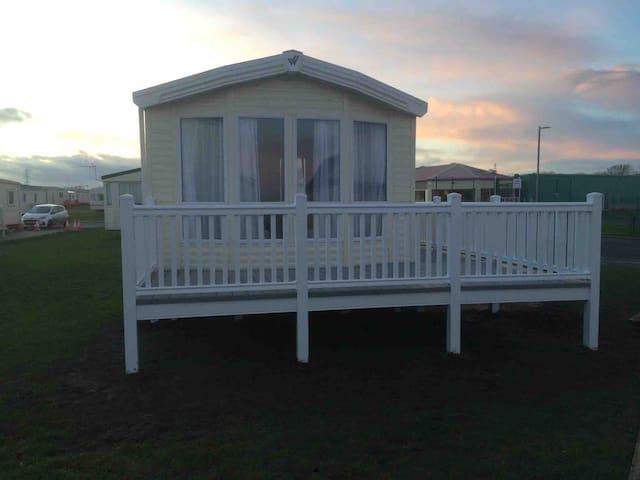 Luxury Caravan with Sea Views close to Beach