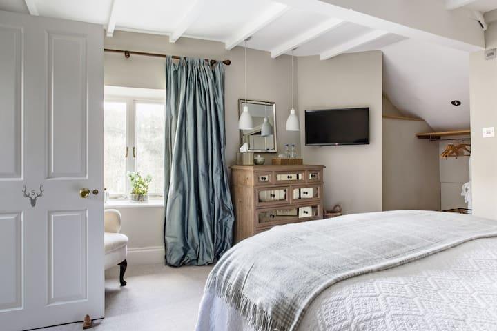 Heasley House room 5