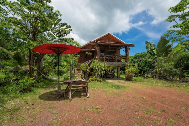 Mountain House - Chalet in nature close to beach - Ampur Koh Lanta - Hus