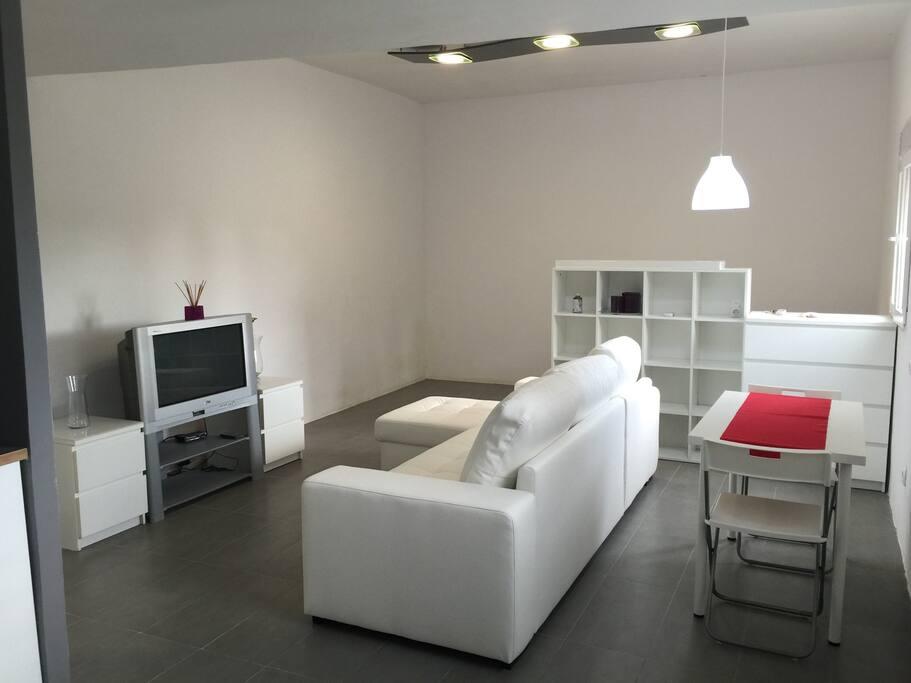 loft avec wifi et parking 30 km de barcelone lofts louer olesa de bonesvalls ct espagne. Black Bedroom Furniture Sets. Home Design Ideas