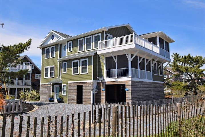 Custom 3 story home 1 house away from the beach!
