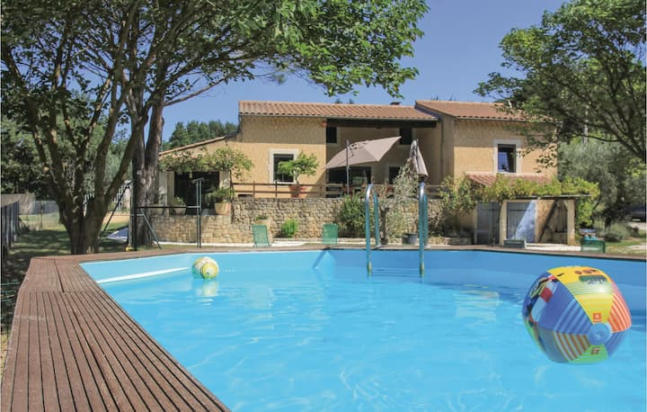 Stunning home in St Paul Trois Châteaux with WiFi and 4 Bedrooms