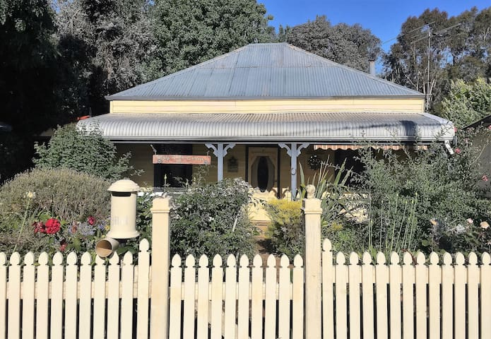 Tangle Tree Cottage, Nannup - Nannup - Casa