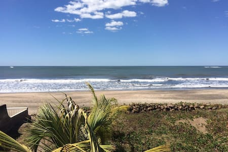 Beautiful beach front house - Chinandega