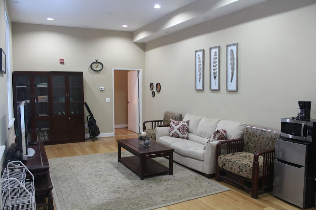 Spacious common area; can also accommodate for  additional guests!