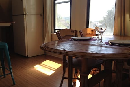 Charming Victorian View Apartment - Bellingham