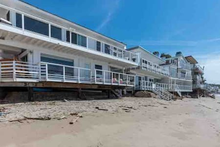 ⛱️Malibu Rd Ocean Front House Direct Beach Access