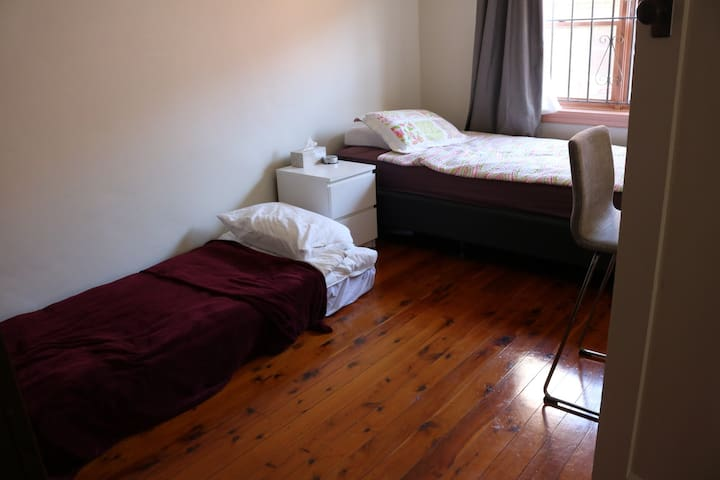 Spacious room  in Sydney close to beaches