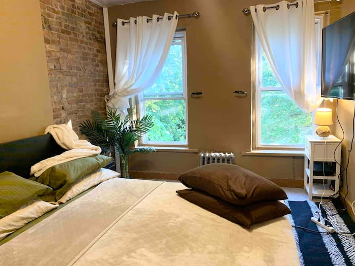 Private Brownstone Bedroom!!!