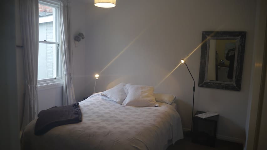 A ROOM in a STYLISH APARTMENT IN CENTRAL CITY - ดูนดิน - อพาร์ทเมนท์