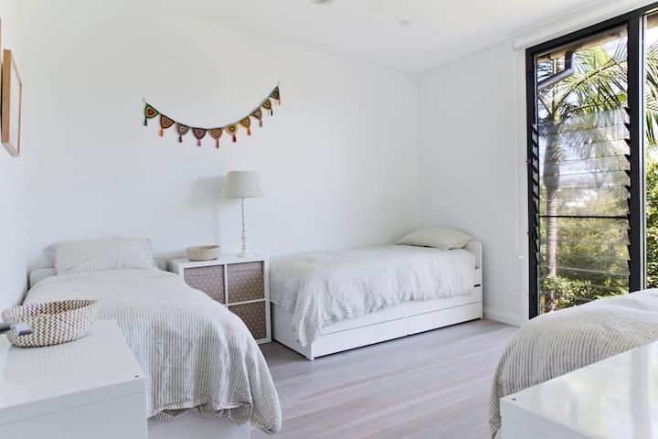 Third bedroom 3 single beds