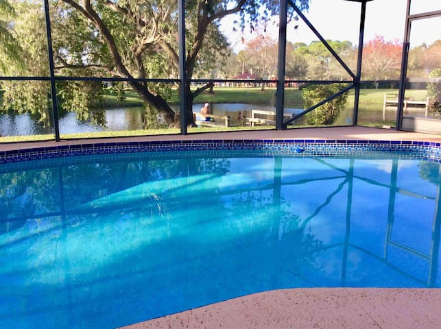 Poolside Home 25 min to Palm Beach (Clean & Safe )
