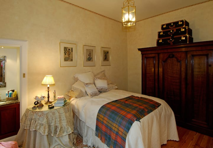Double Bedroom in West End Mansion House