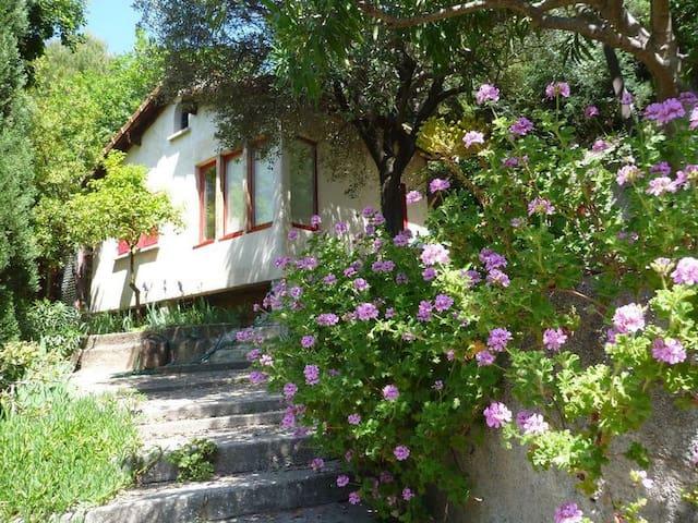 Petite maison dans un jardin - Menton - Hus