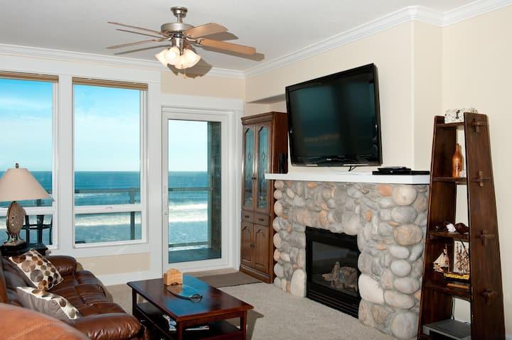 Sea Dreams - Oceanfront Condo, Hot Tub, Pool, WiFi
