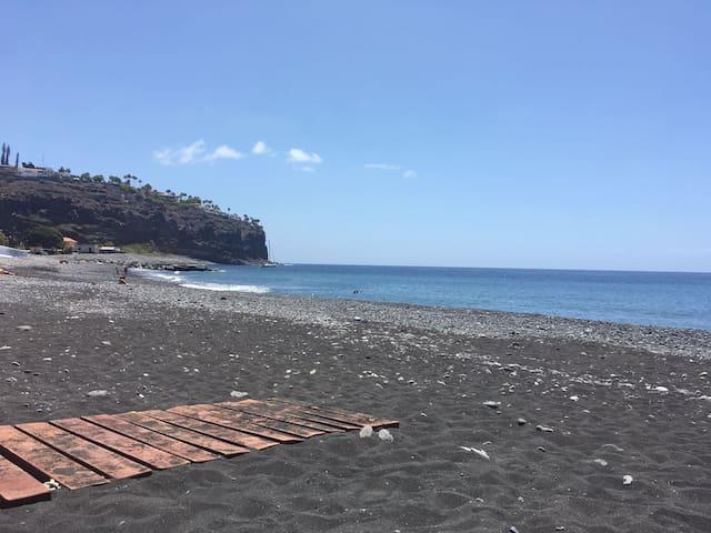 COSY FLAT NEAR BEACH