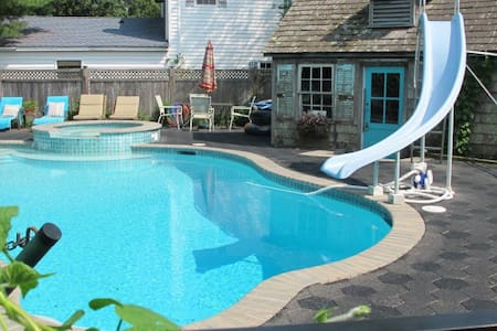 Seashore loft..open floor plan.. POOL. Whole Unit
