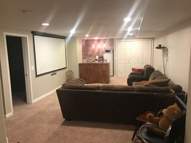 1,000 Sq ft basement with everything you need/want - Centennial - Hus
