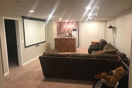 1,000 Sq ft basement with everything you need/want - Centennial - Dom