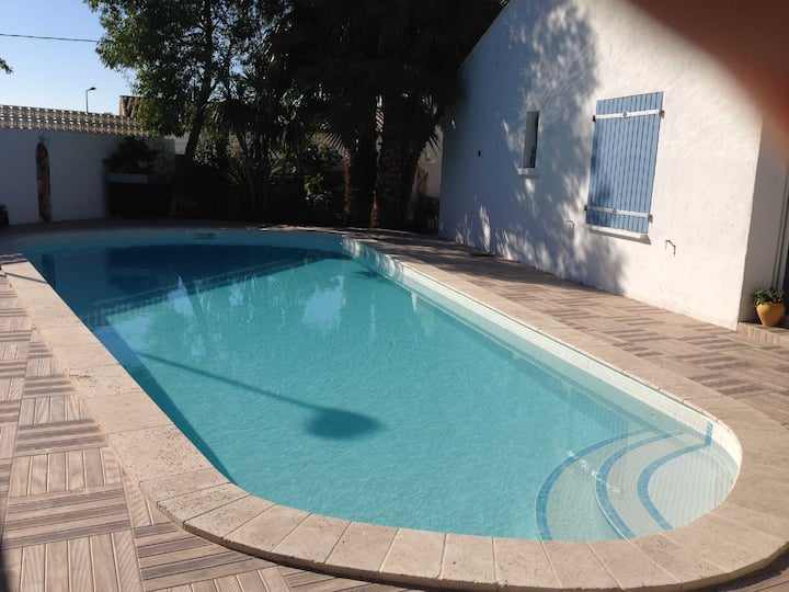 Appartement avec piscine et jardin privés