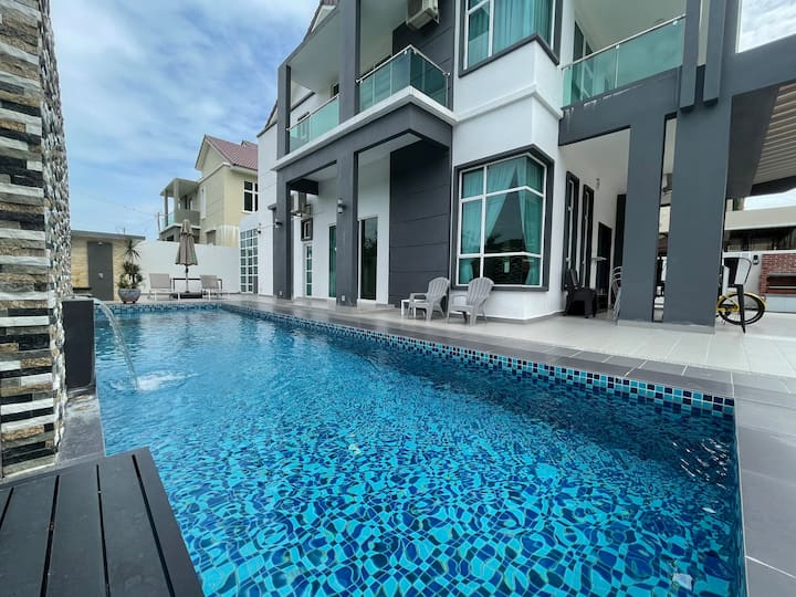 ☀ A Spacious 7BR Home w/ Private Swimming Pool ☀