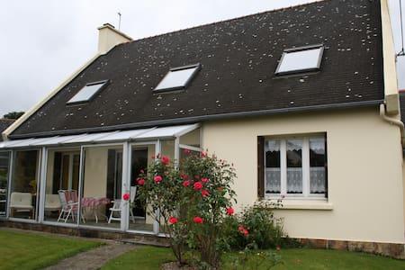 Maison chaleureuse rénovée - Ploudaniel