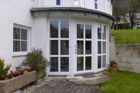 Ferienwohnung Schweikl Alice (Arnbruck), Ferienwohnung (130qm) mit Kachelofen für 5 Personen