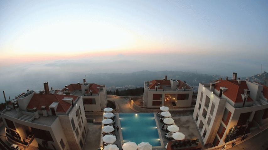 Luxurious apartment in Bhersaf - Pool with a view