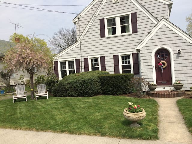 Cozy Stamford Home walking distance to everything - Stamford - House