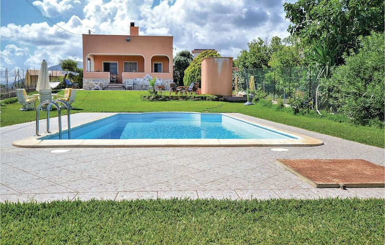 Holiday cottage with 2 bedrooms on 85m² in Santa Flavia