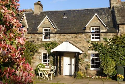 Listed cottage, Birnam, Dunkeld