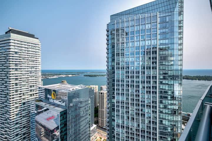 Stunning 2 Bedroom Downtown Toronto city/lake view