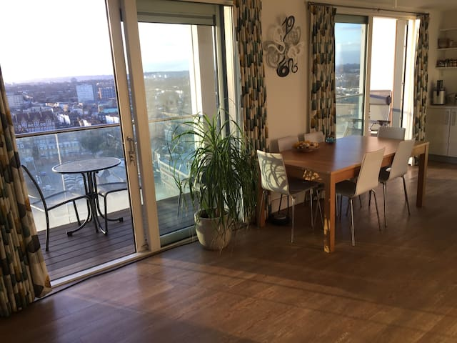 Large Private Room on 14th Floor with Great View