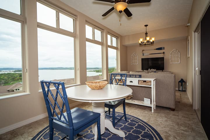 3 Bed, 3 Bath Condo- LAKE VIEW!