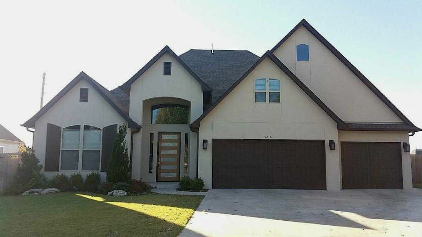 Room on stylish house on a small gated community!