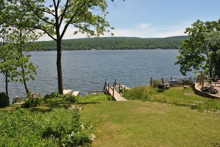 Waterfront cottage on Honeoye Lake, stunning view - Honeoye - Dům