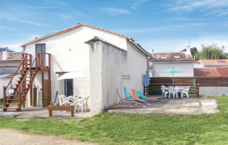 Holiday cottage with 4 bedrooms on 92m² in Rouille