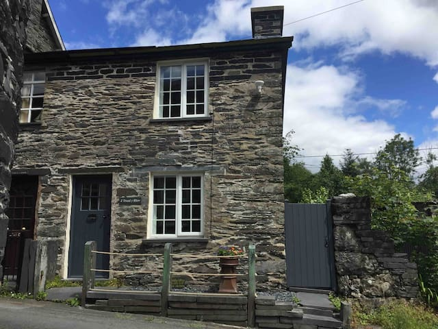 Cosy cottage in Corris near all village amenities.