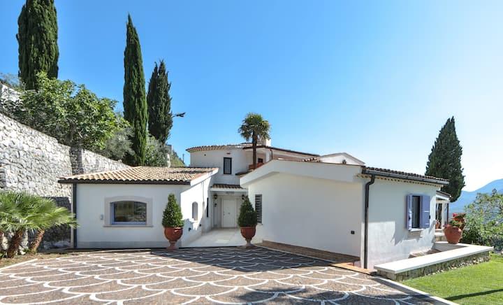 Villa con piscina tra Napoli e Gaeta