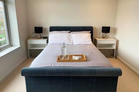 New en-suite in Central Weybridge (near London)