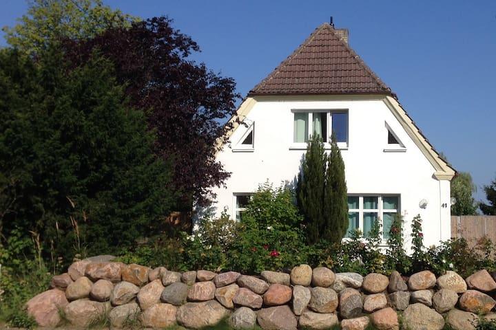 Ferienwohnung BROMBEERE mit großem Garten - Graal-Müritz - Wohnung