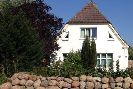 Ferienwohnung BROMBEERE mit großem Garten - Graal-Müritz - Apartament