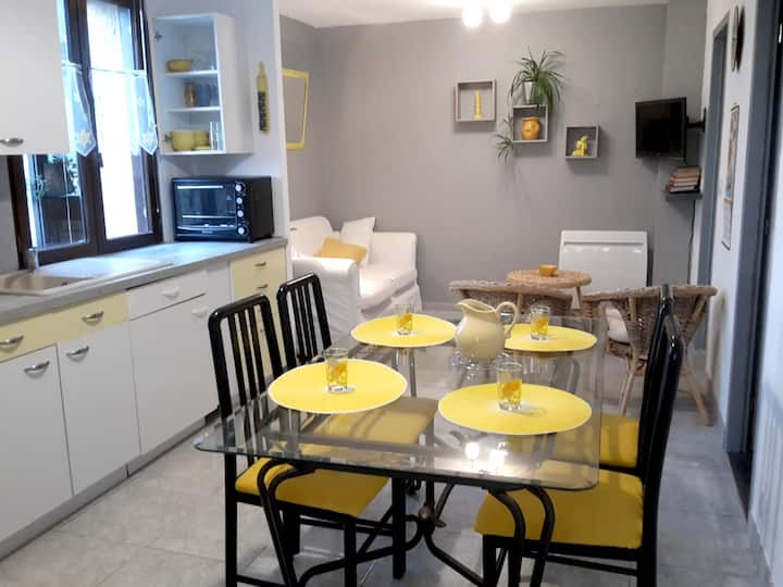 Apartment with one bedroom in Villeneuve, with enclosed garden and WiFi